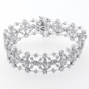14.11 Cts Diamond Bracelet set in 18 K white gold