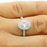 2.04 CTS OVAL CUT DIAMOND ENGAGEMENT RING SET IN PLATINUM
