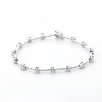 3.29 Ctw Diamond Bracelete Set in 14K White gold