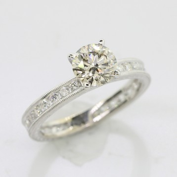 1.06 cts Round Cut Diamond in 18K White Gold Engagement Ring