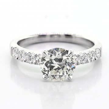 1.54 cts Round cut diamond engagement ring set in 18K white gold